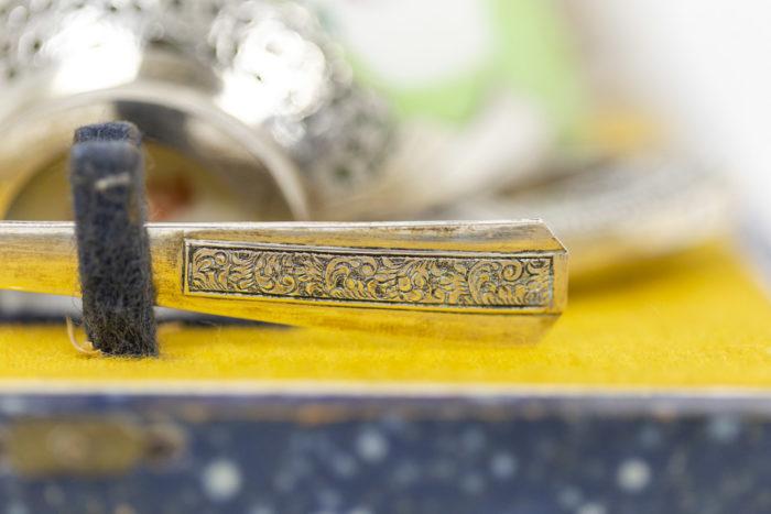 Service à thé en porcelaine céladon et métal argenté, détails 5