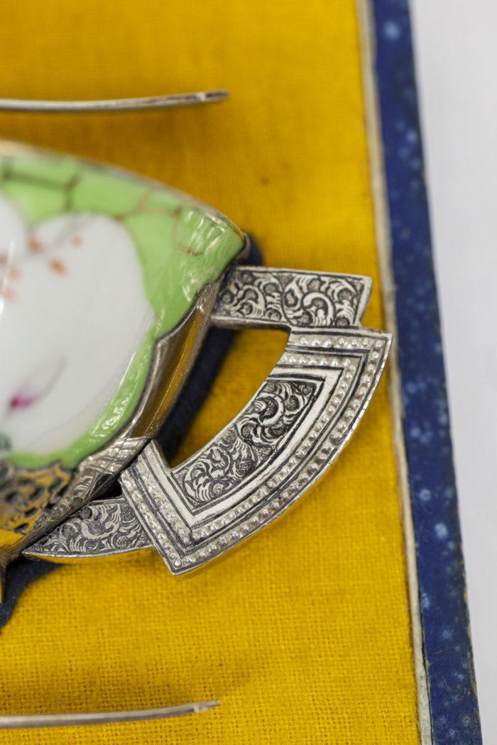 Service à thé en porcelaine céladon et métal argenté, détails 6