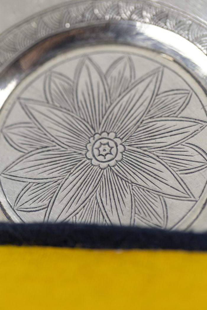 Service à thé en porcelaine céladon et métal argenté, détails 7