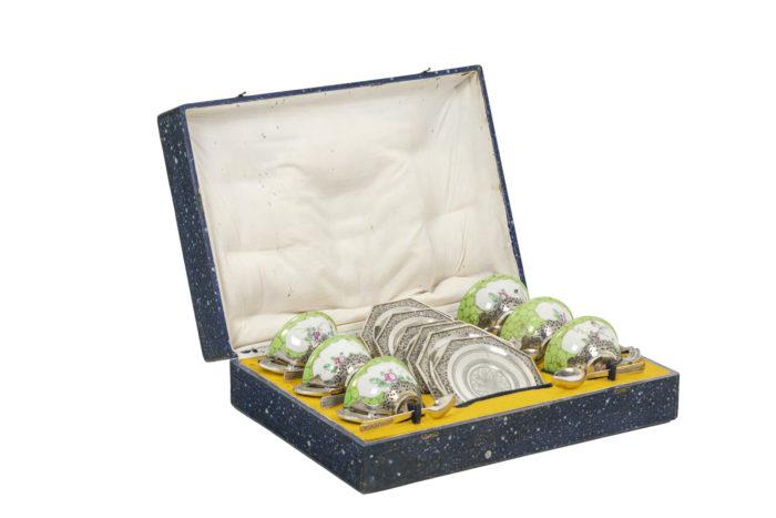 Service à thé en porcelaine céladon et métal argenté, ouvert