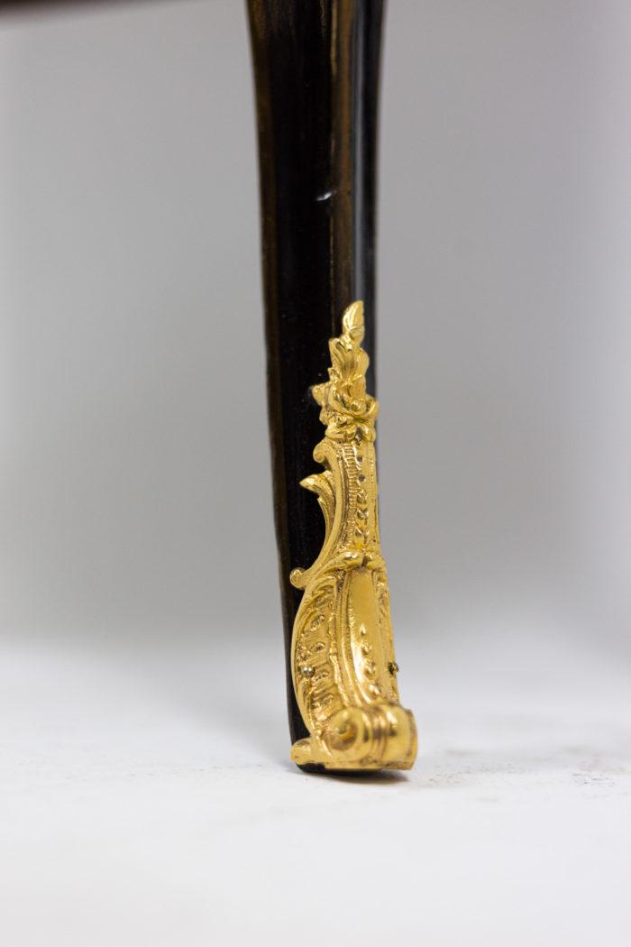 Petite commode sauteuse de style Louis XV, détails 2