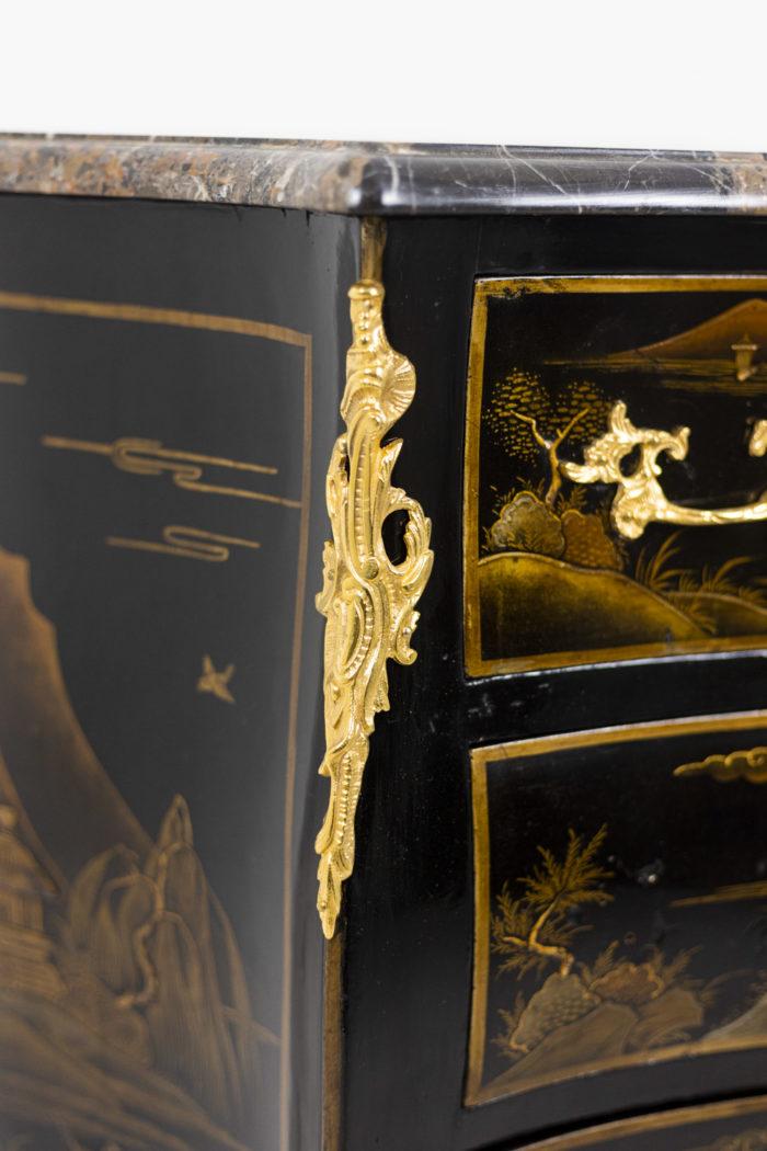 Petite commode sauteuse de style Louis XV, détails 3