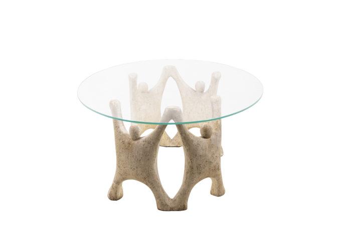 Table basse en pierre reconstitué, vue de profil