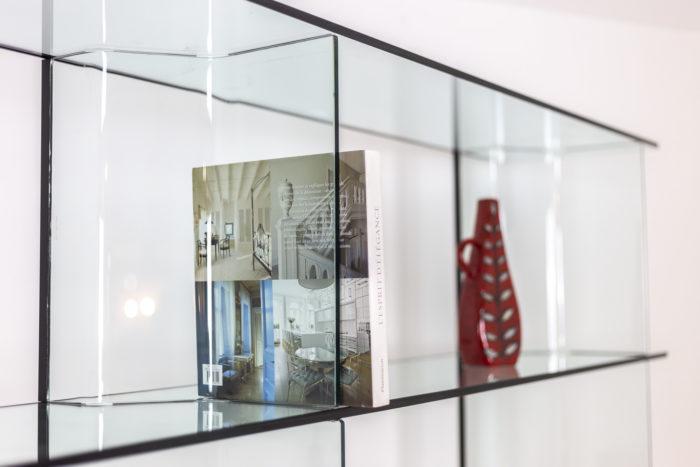Bibliothèque en verre - compartiment
