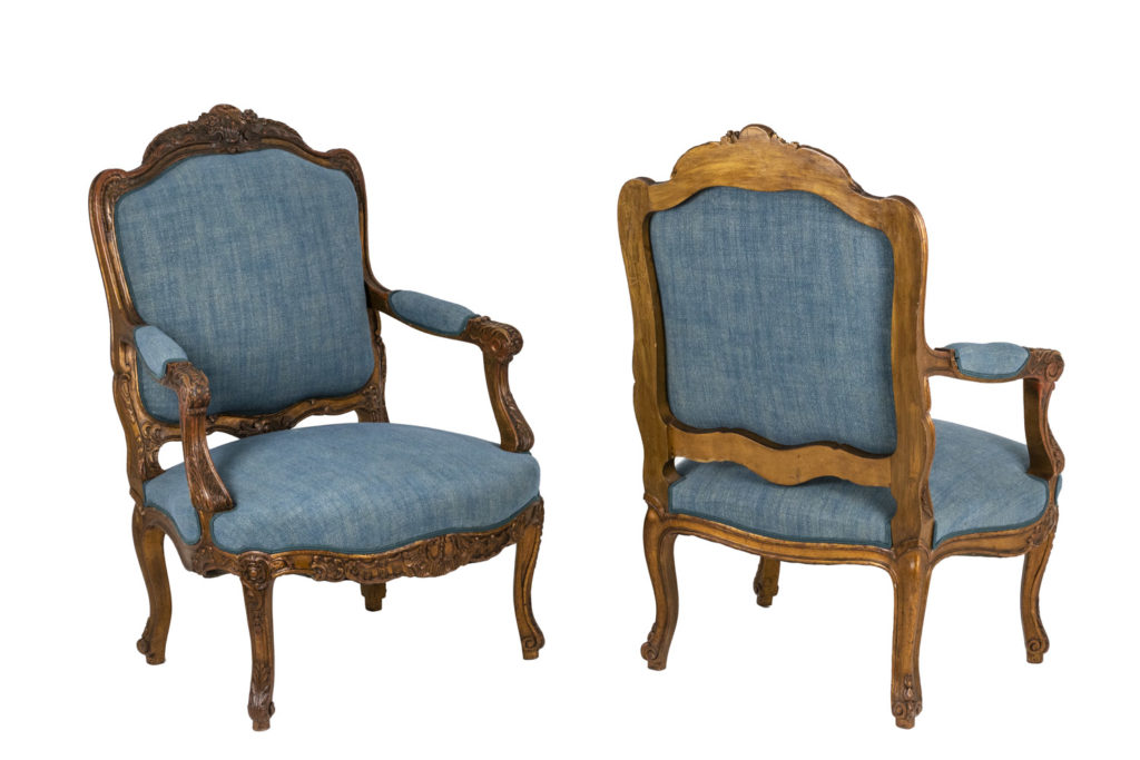 Paire de fauteuils de style Louis XV, circa 1880