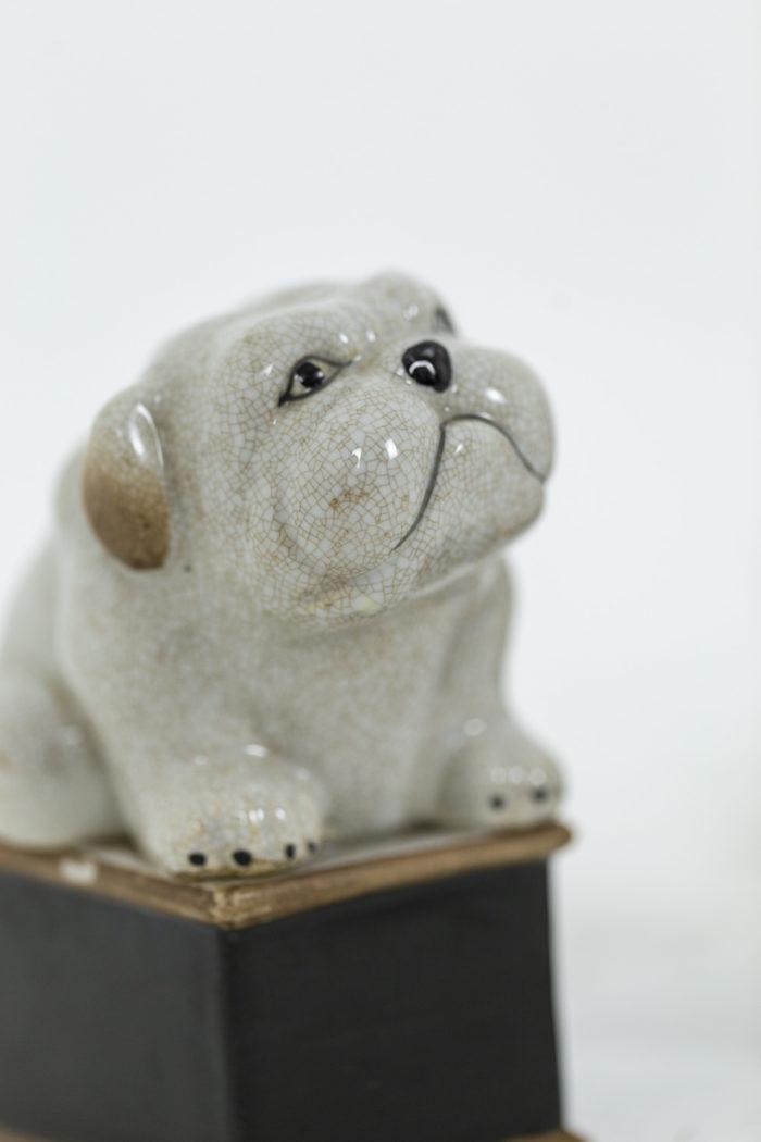 Paire de petit chiens en porcelaine céladon craquelée, détails sur un chien