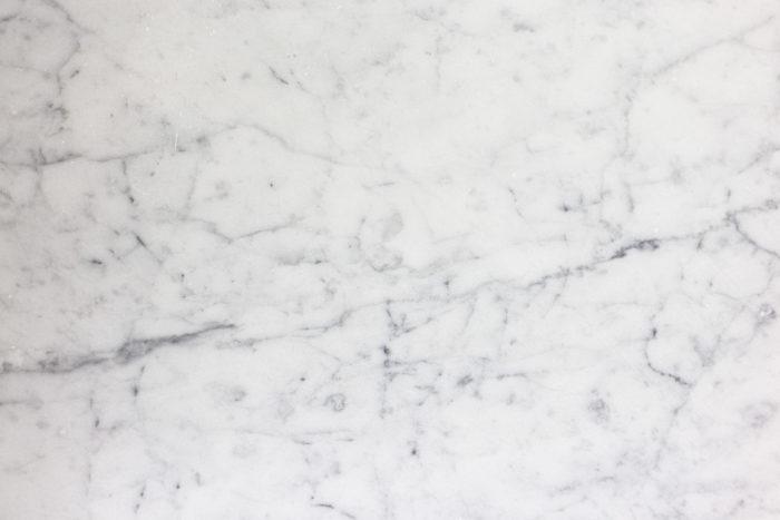 Console - rainures du marbre