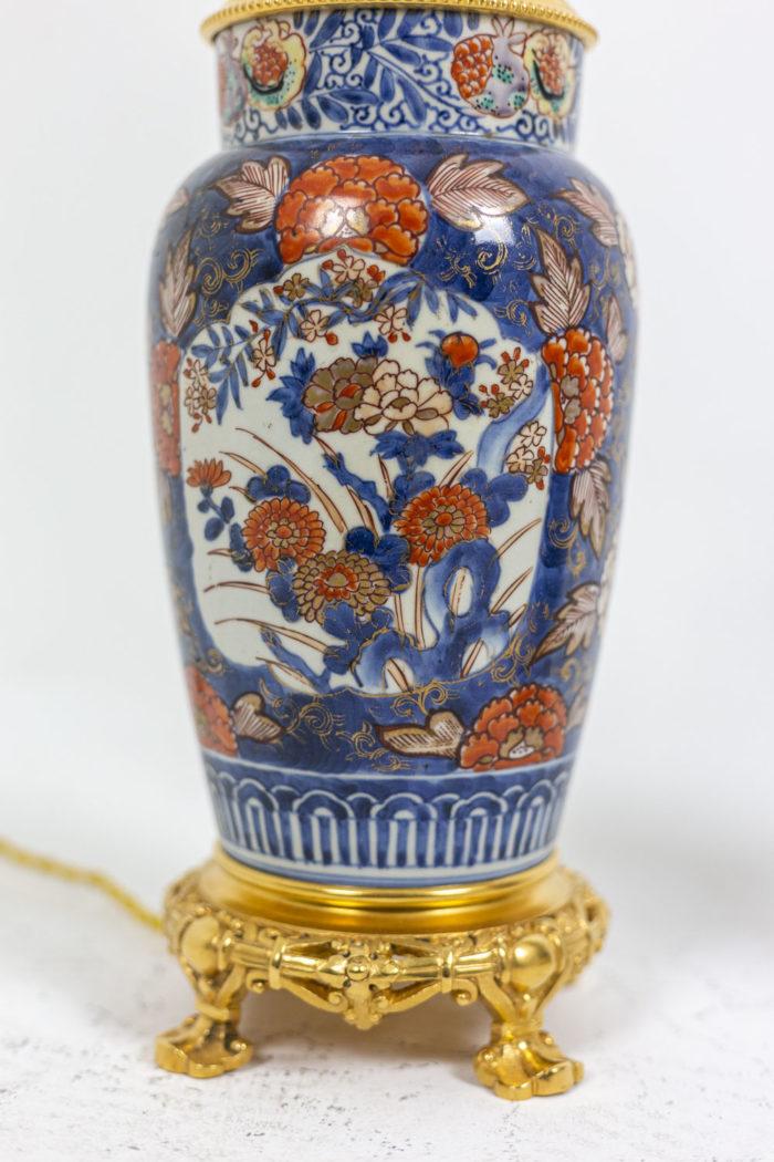 Paire de lampes Imari - focus sur le décor floral