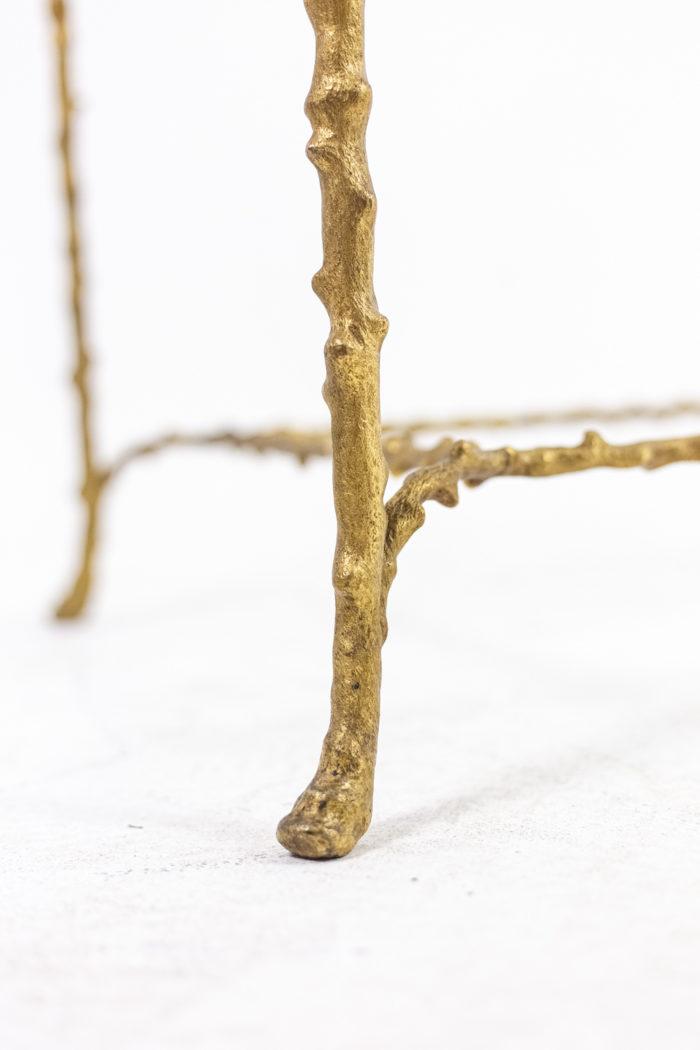 Table basse en bronze doré - détail de l'extrémité du pied