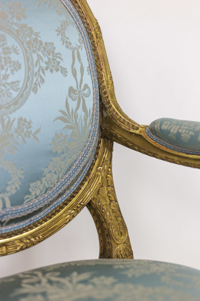 Paire of armchairs - medallion backrest and armrest