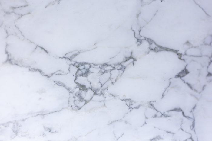 Angelo Mangiarotti, Table M1 - détail du marbre