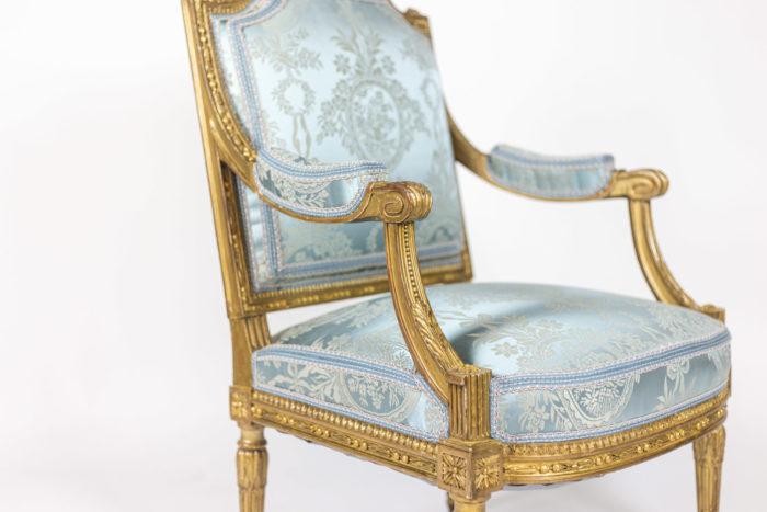 Paire de fauteuils d'apparat de style Louis XVI - focus 3:4