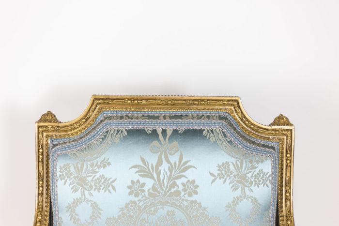 Paire de fauteuils d'apparat de style Louis XVI - haut du dossier